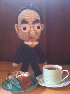 ニットカフェといえばケーキ、鳩山さんも小休止